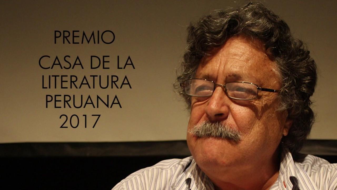 Luis Urteaga Cabrera recibe el Premio Casa de la Literatura Peruana