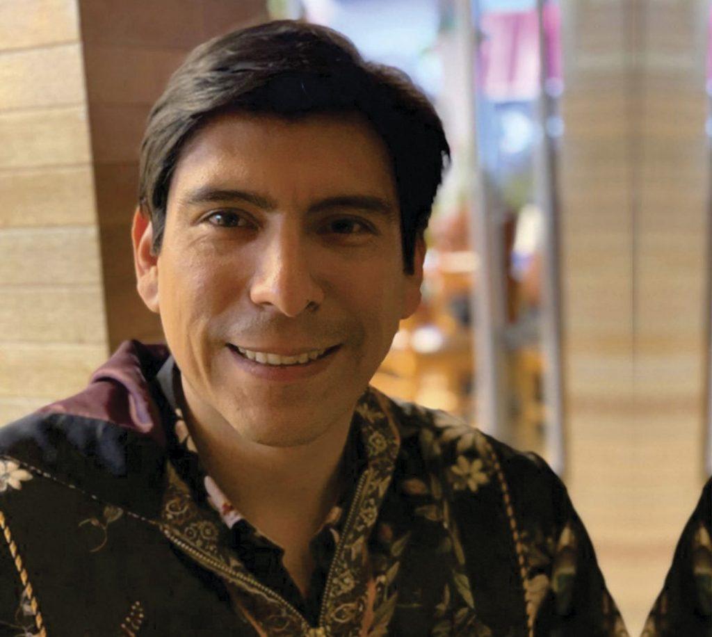 Escritor peruano Santiago Quispe
